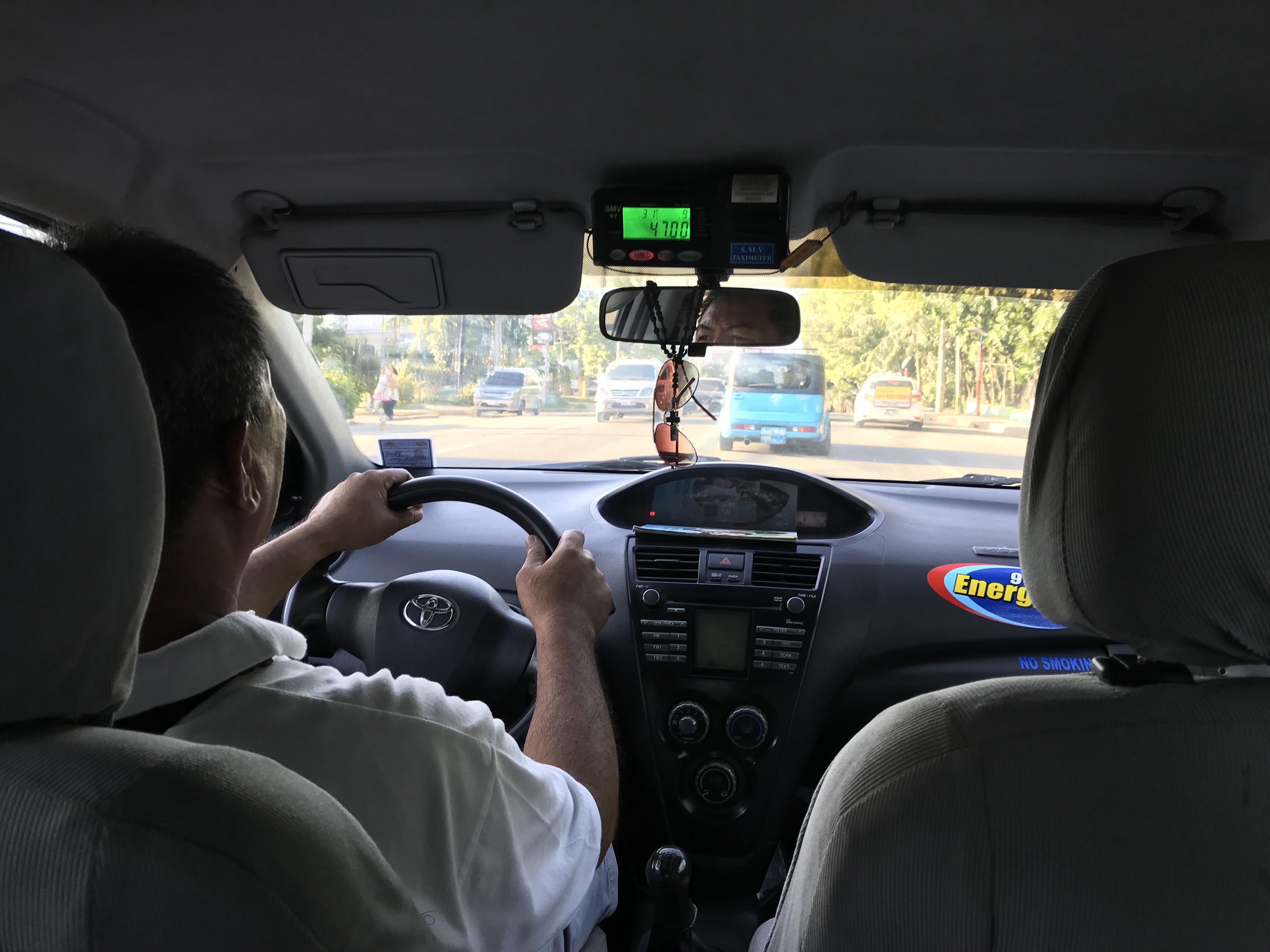 Der Taxifahrer bringt mich zu meiner Unterkunft