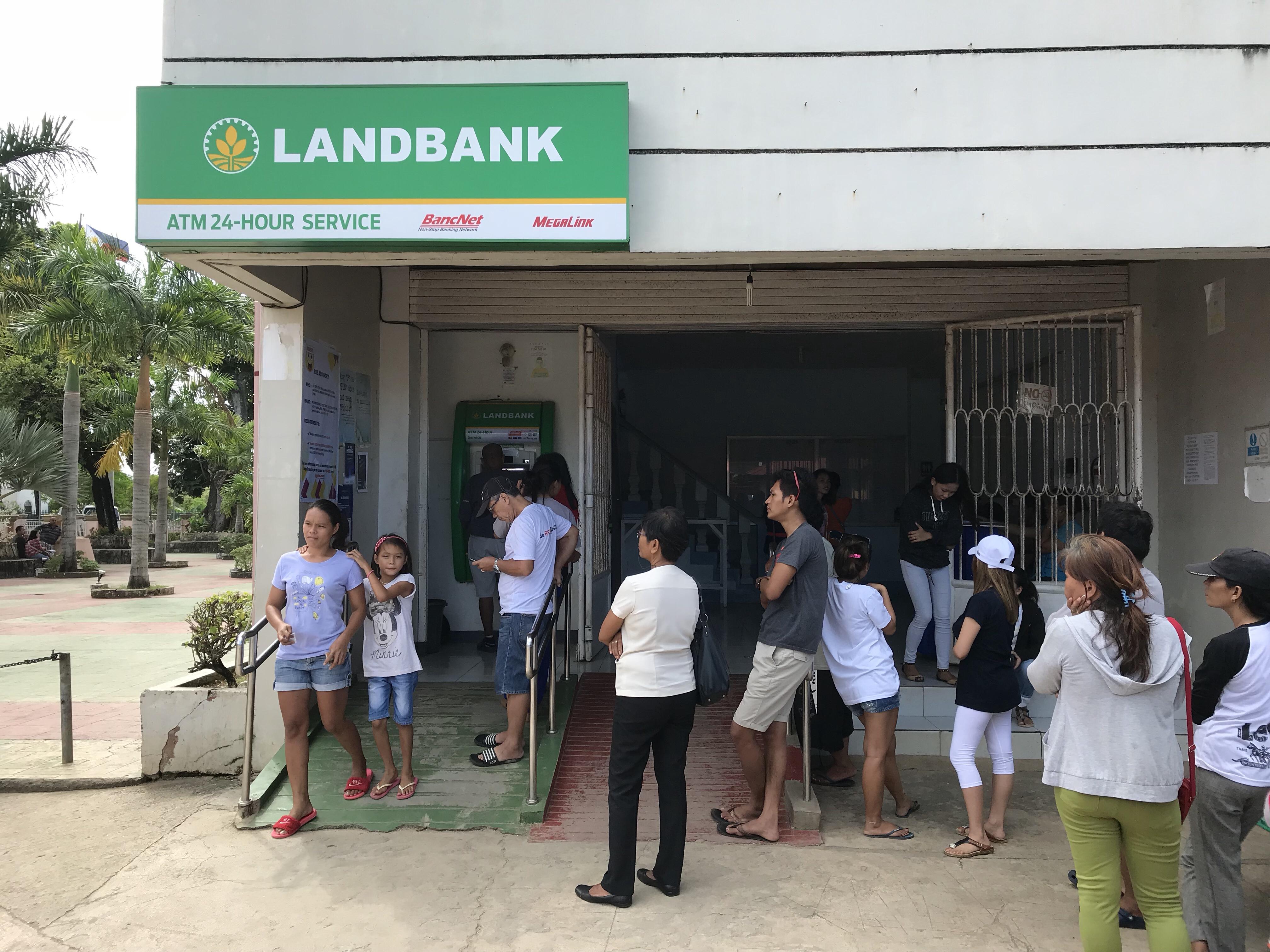 Die Schlange am ATM